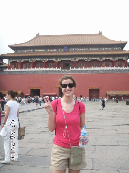 forbidden-city-chinese-peace-sign